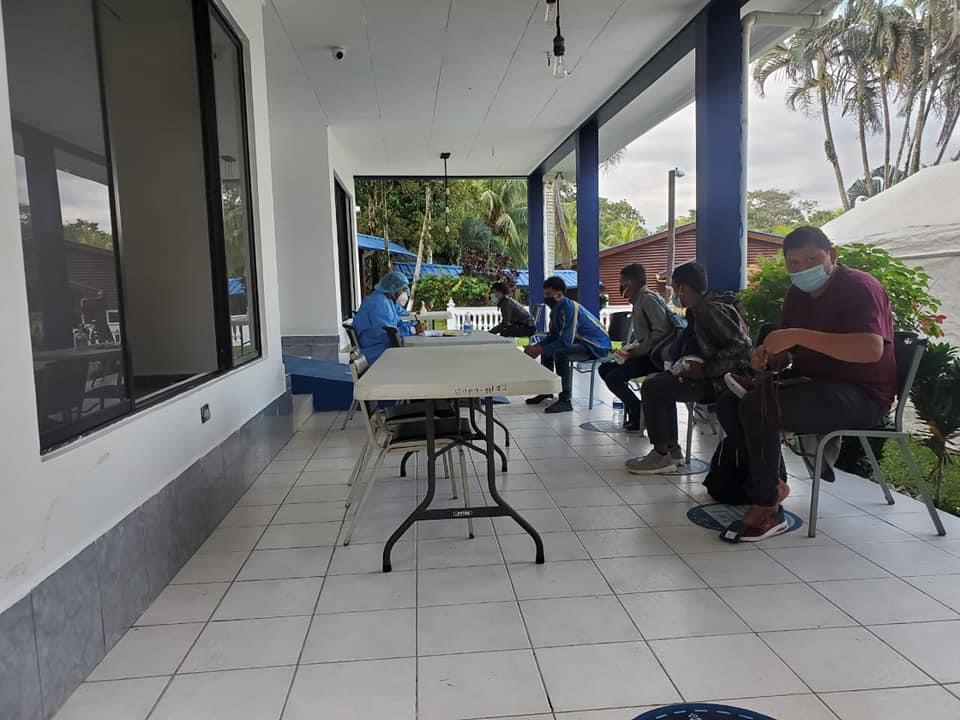 Retornan 142  migrantes hondureños deportados de México  a Omoa, Cortés
