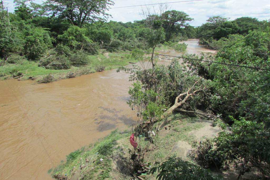Copeco recomienda no exponerse a cruzar ríos ni quebradas por efectos del frente frío