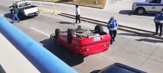 ¡Varios lesionados! deja  accidente tipo volcamiento  frente al  Aeropuerto  Toncontín