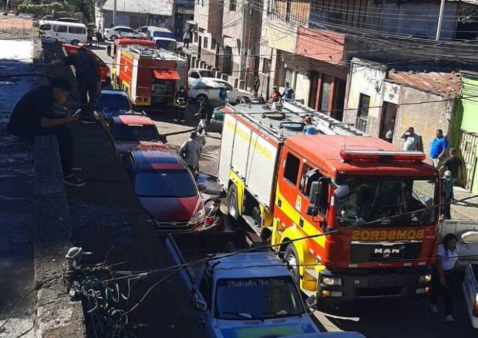 Bomberos logran sofocar voraz incendio en El Chiverito