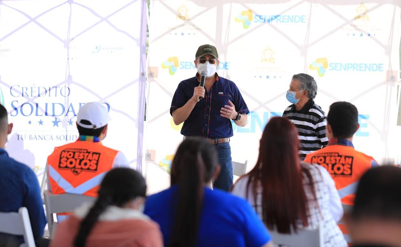 Entregan financiamiento de Crédito Solidario a emprendedores de Santa Lucía