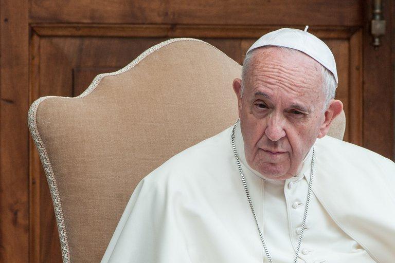 El papa Francisco volvió a sufrir un dolor ciática y no asistirá a las próximas misas