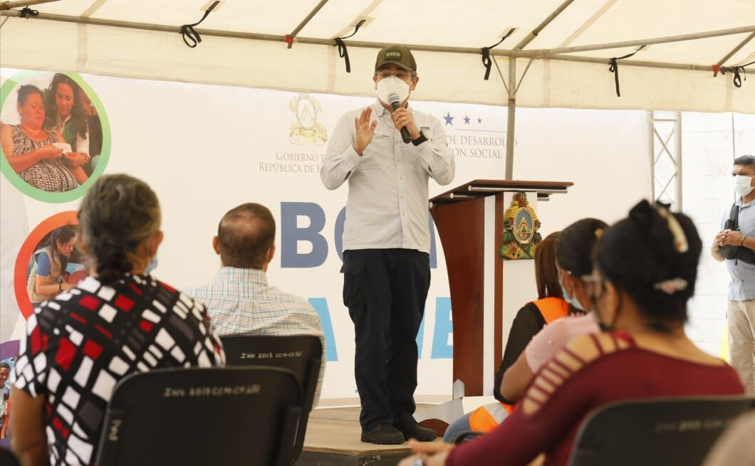 Presidente Hernández inicia pago de bono de emergencia de Operación No Están Solos por más de 300 millones de lempiras