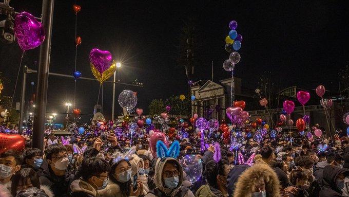 Wuhan la ciudad que dio a conocer el covid-19  recibe el 2021 con celebraciones masivas en las calles