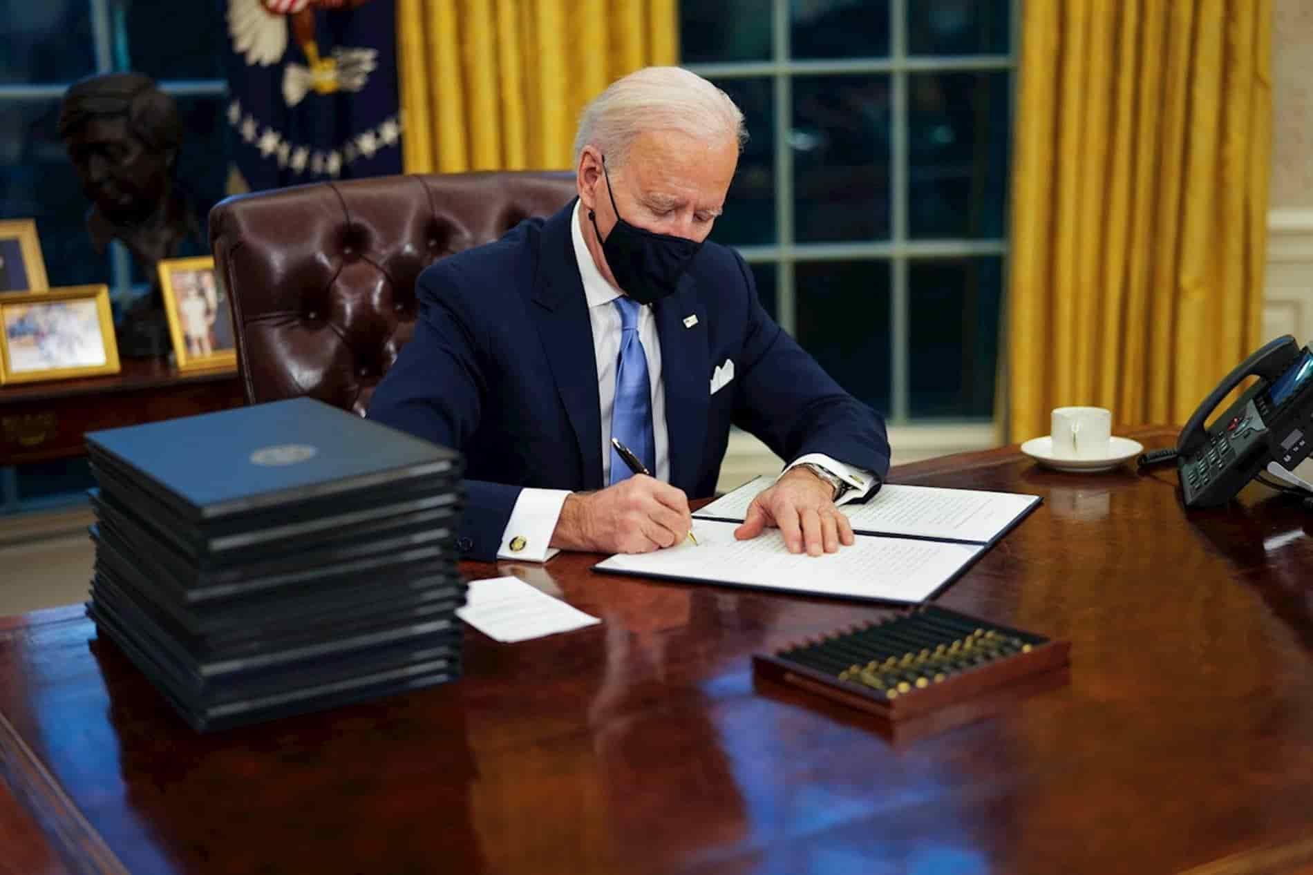 Presidente de EEUU Joe Biden revoca restricciones de Trump a la inmigración