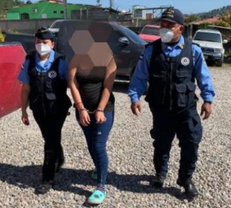 Cuando distribuía drogas resultó arrestada una mujer en Santa Rosa de Copán