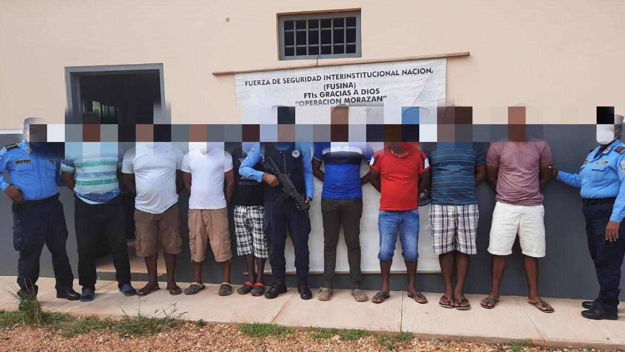 Por pesca ilegal de escualos de tiburón, detienen a 8 ciudadanos en Puerto Lempira