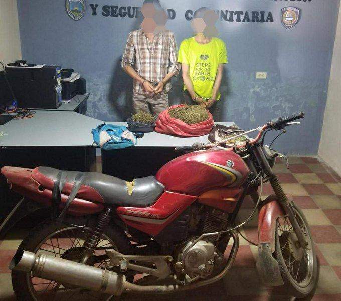Detienen a dos sospechosos en posesión de varias libras de supuesta marihuana en Trojes, El Paraíso