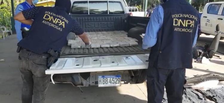 Un total de 155 paquetes de clorhidrato de cocaína fueron incautados en dos vehículos con compartimientos falsos  en Colón