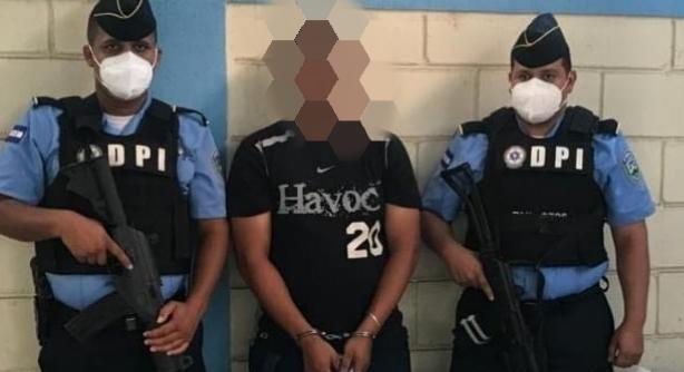 Supuesto miembro activo de la MS detenido en posesión de más de 100 envoltorios con droga en Col. 3 de Mayo