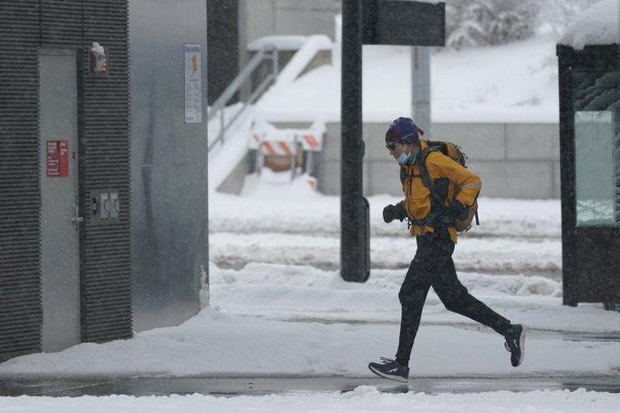 Tormenta invernal deja sin electricidad a noroeste de EEUU