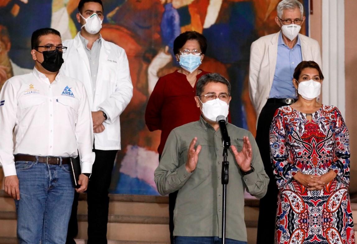 Gobierno garantiza inmunizar primero contra la Covid-19 a trabajadores de la salud del sector público y privado