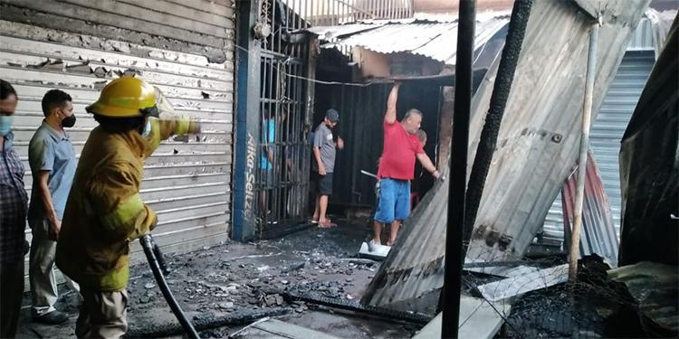 Voraz incendio en Choluteca arrasa con varios locales