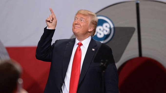 """Tras ser absuelto, Trump denuncia una """"caza de brujas"""""""