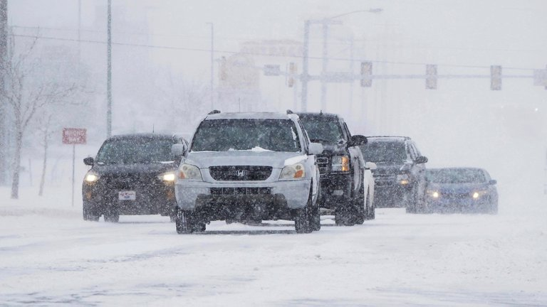 Tormentas de nieve y frío en EEUU deja más de 1o muertos