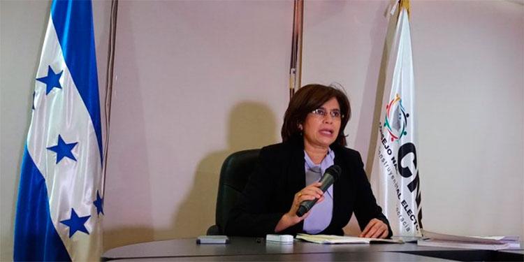 Rixi Moncada suspende hoy abruptamente sesión del CNE
