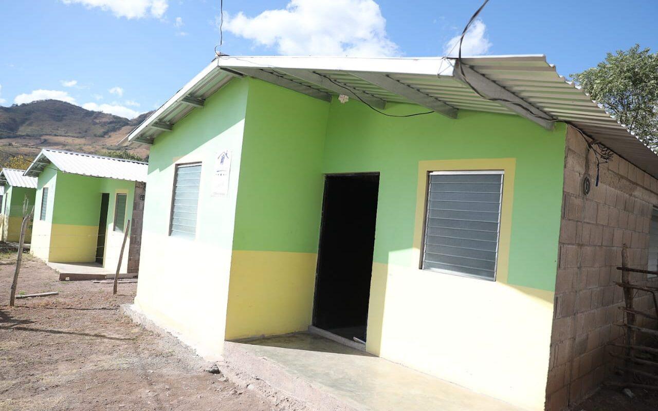 Presidente Hernández entrega viviendas dignas a 30 familias que vivían en extrema pobreza en Morolica, Choluteca