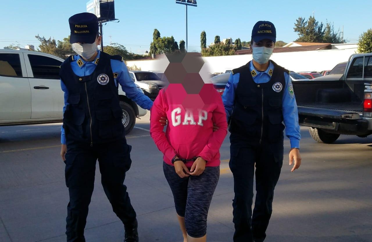 Ejecutan orden de captura por tráfico de drogas a supuesta integrante de la MS-13 en la capital