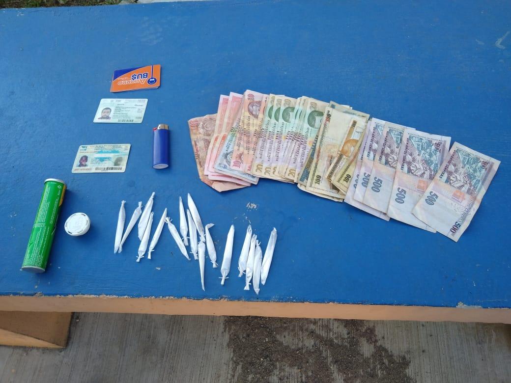 Agentes preventivos de la Policía Nacional arrestan a supuesto distribuidor de drogas en La Ceiba