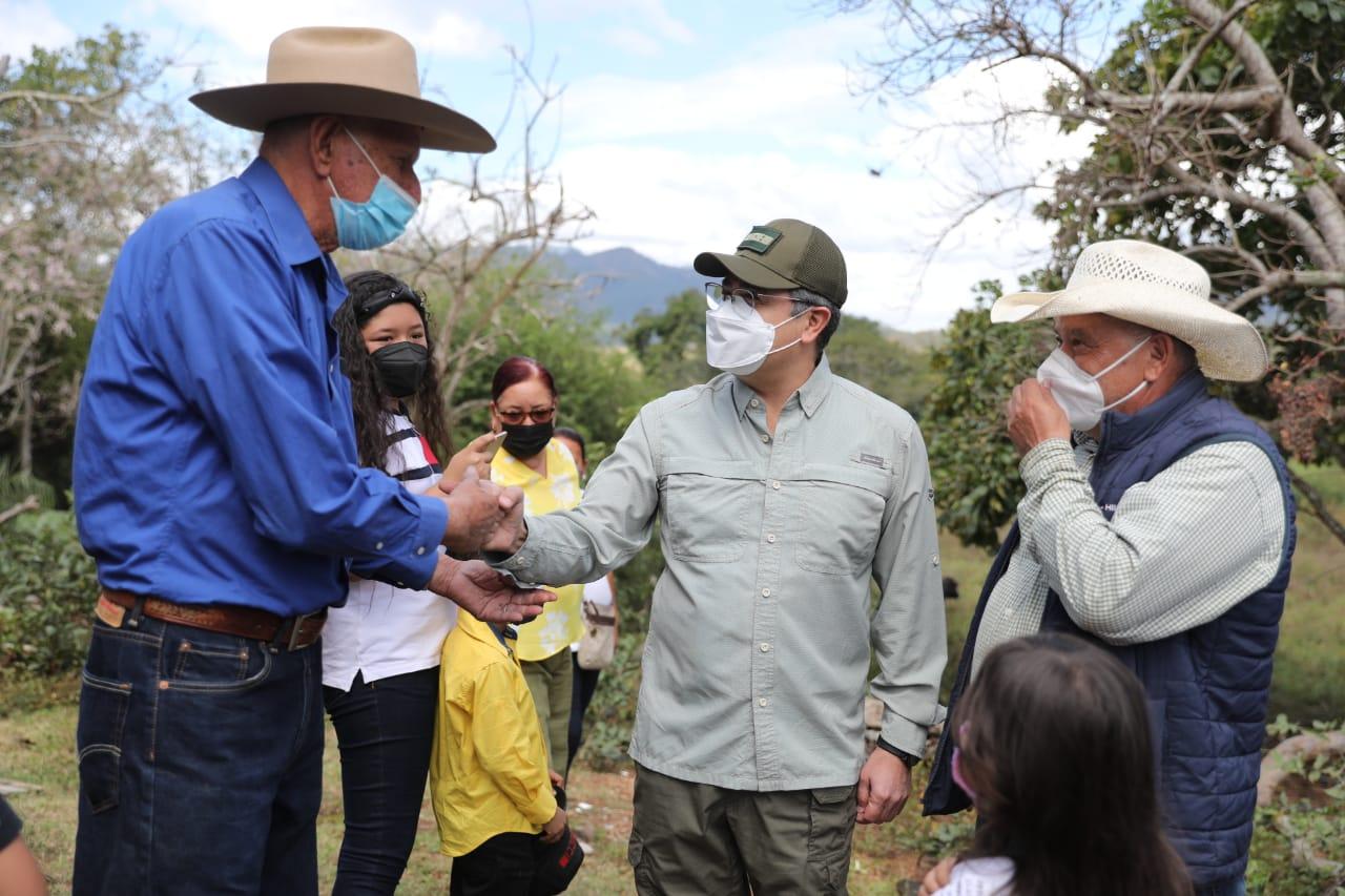 Presidente Hernández socializa Agrocrédito 5.0 y entrega 156 sistemas de riego en Silca, Olancho