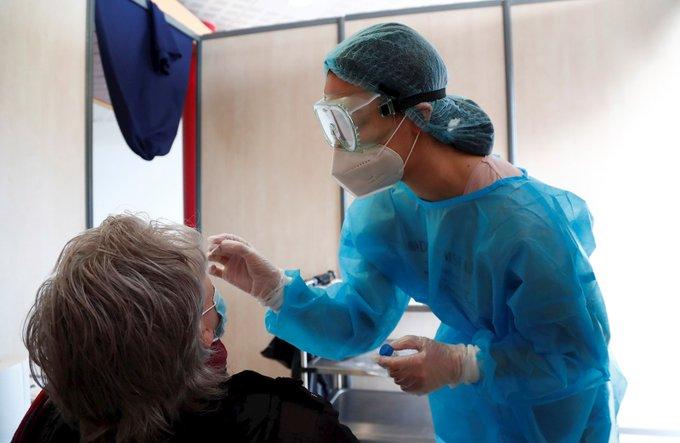 OMS: Personas vacunadas contra covid pueden contagiar a otras