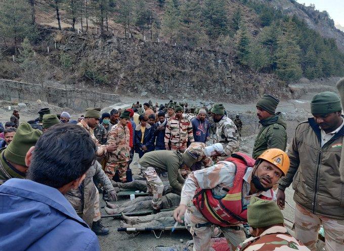 Elevan a 19 muertos y 200 desaparecidos por avalancha tras la rotura de un glaciar en India