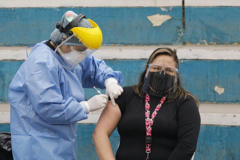 Perú recibirá este sábado otras 700,000 dosis de la vacuna Sinopharm contra la Covid-19