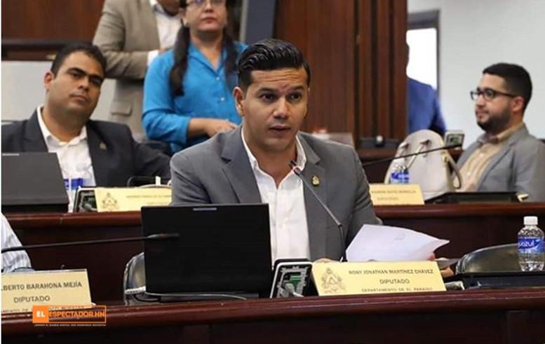 Rony Martínez : » No tiene nada de malo que los enrolladores sean quienes entreguen la nueva identidad ya que ellos toman los datos»