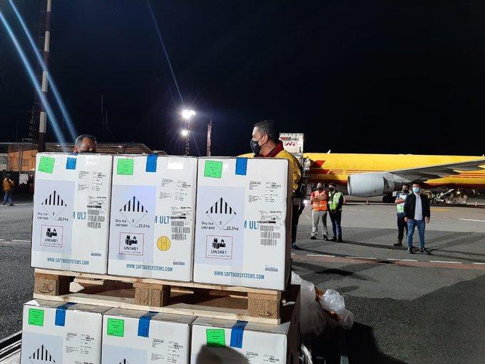 Costa Rica recibió esta noche más de 79 mil dosis de la vacuna Pfizer contra COVID-19