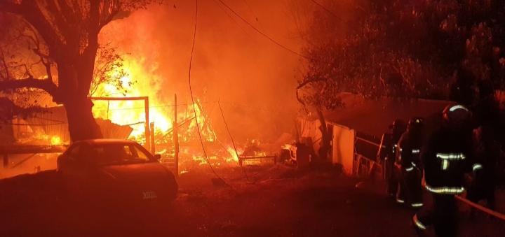 Incendio afecta 3 viviendas en Roatán, Islas de La Bahía