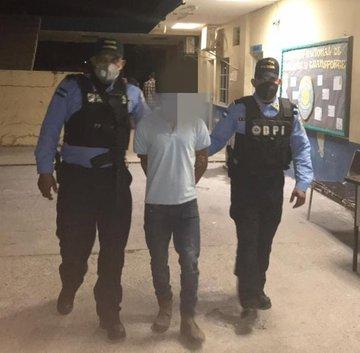 Agentes de policía capturan a prófugo de la justicia hondureña acusado de intento de agresión sexual contra una joven