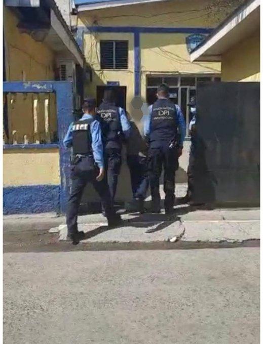 Sujeto es capturado por la supuesta violación especial de su hijastra de 11 años
