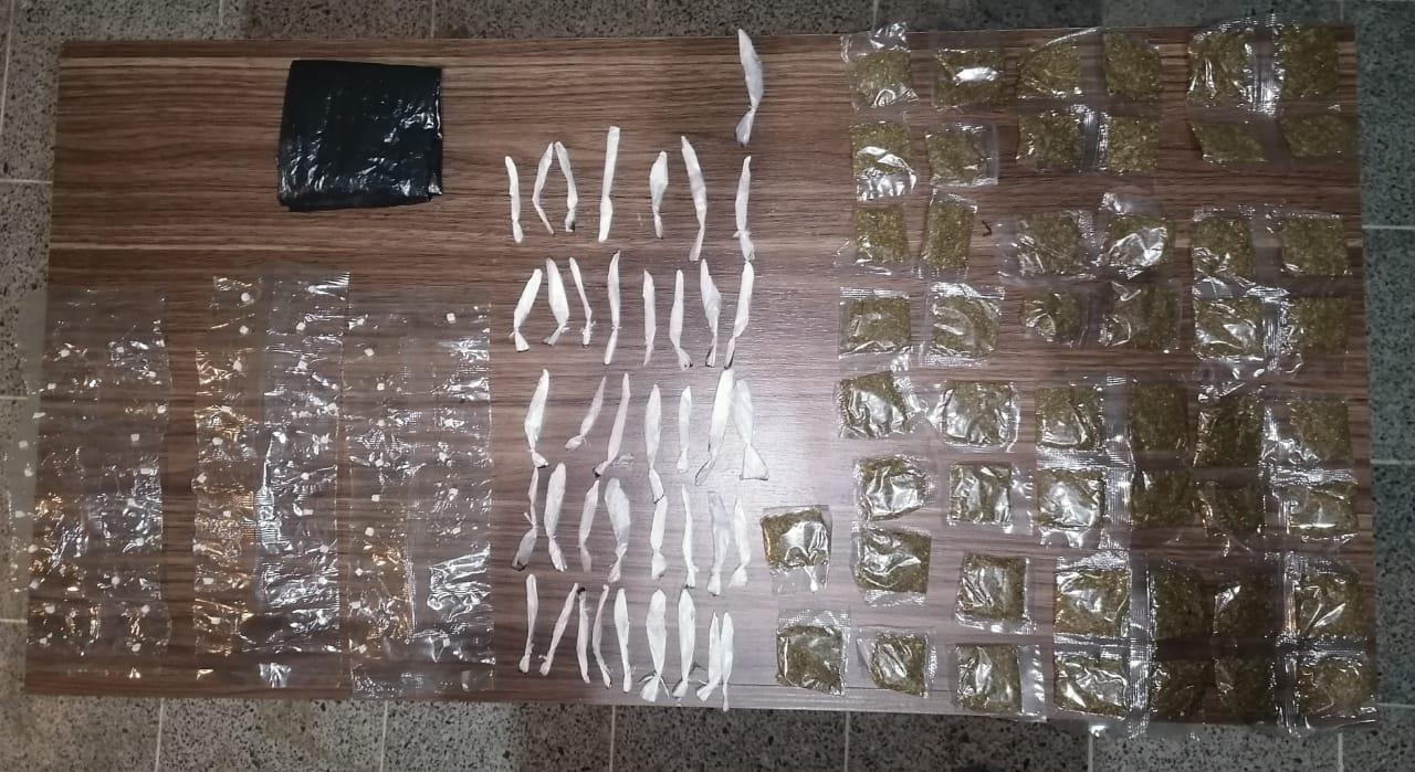 Con unos 150 envoltorios de supuesta droga detienen a una persona en la zona norte del país