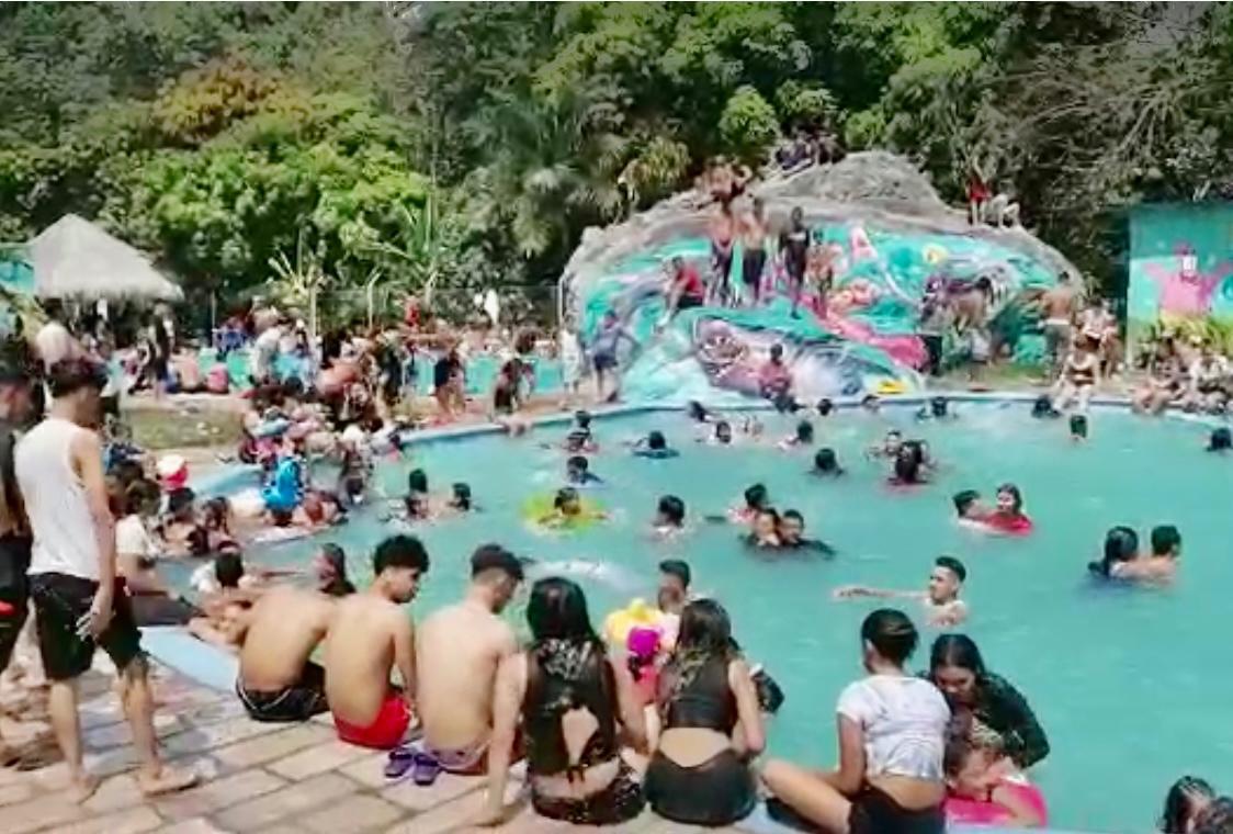 Dr. Marco Eliud Girón: «Nadie se mete a una piscina o playa con mascarilla por lo tanto habrá más contagios»