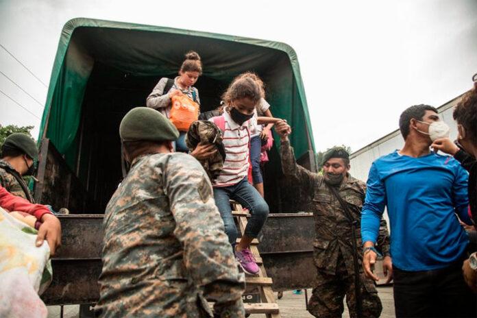 """Mas 160 hondureños dimiten caravana del """"sueño americano"""" y regresan a Honduras"""