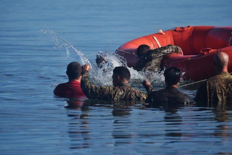 Militares estadounidenses  realizan entrenamiento de rescate sobre agua en Colón