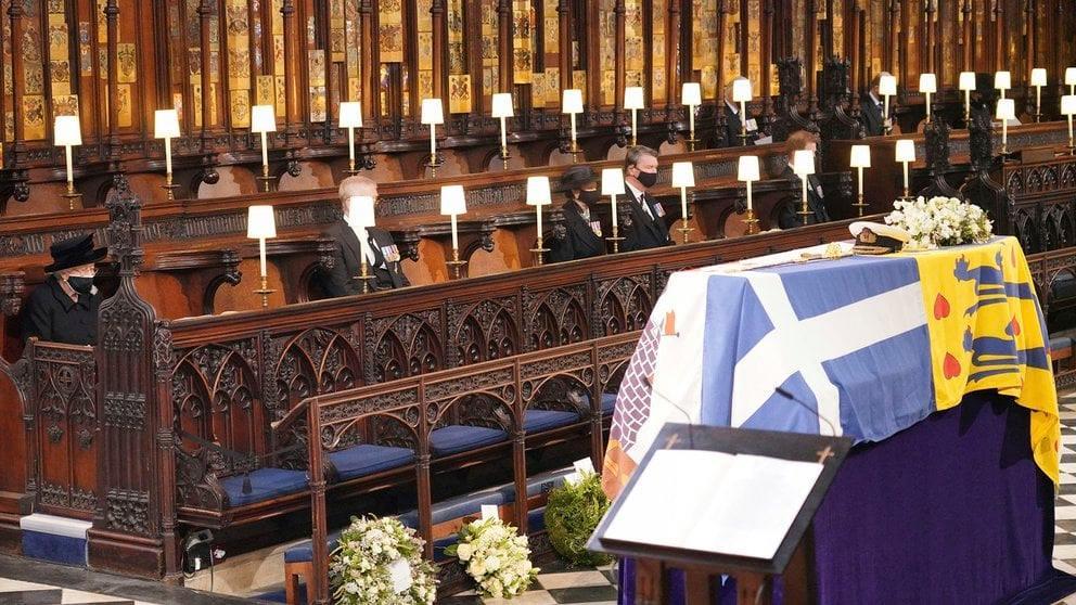 Reina Isabel despide a al príncipe Felipe en atípico funeral