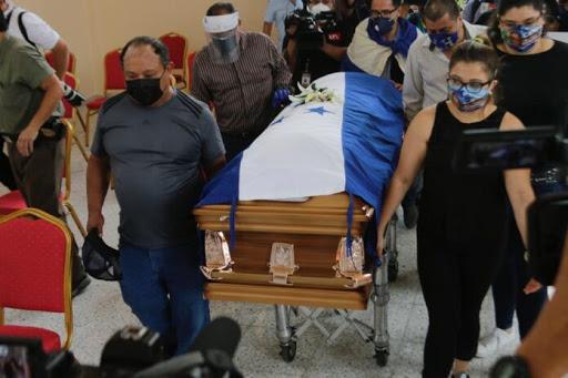Familiares, amigos y aficionados le dan el último adiós a «Chelato Uclés»