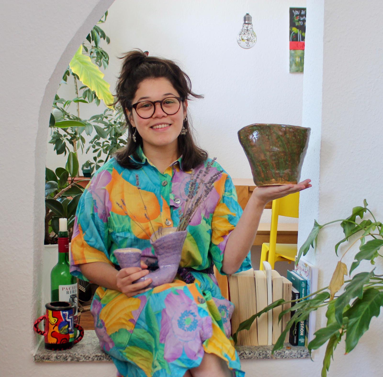 Yohana Seidel, hondureña que da vida y textura al barro desde Alemania