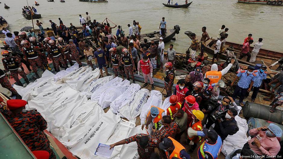 Al menos 26 muertos por el naufragio de un ferry en Bangladesh
