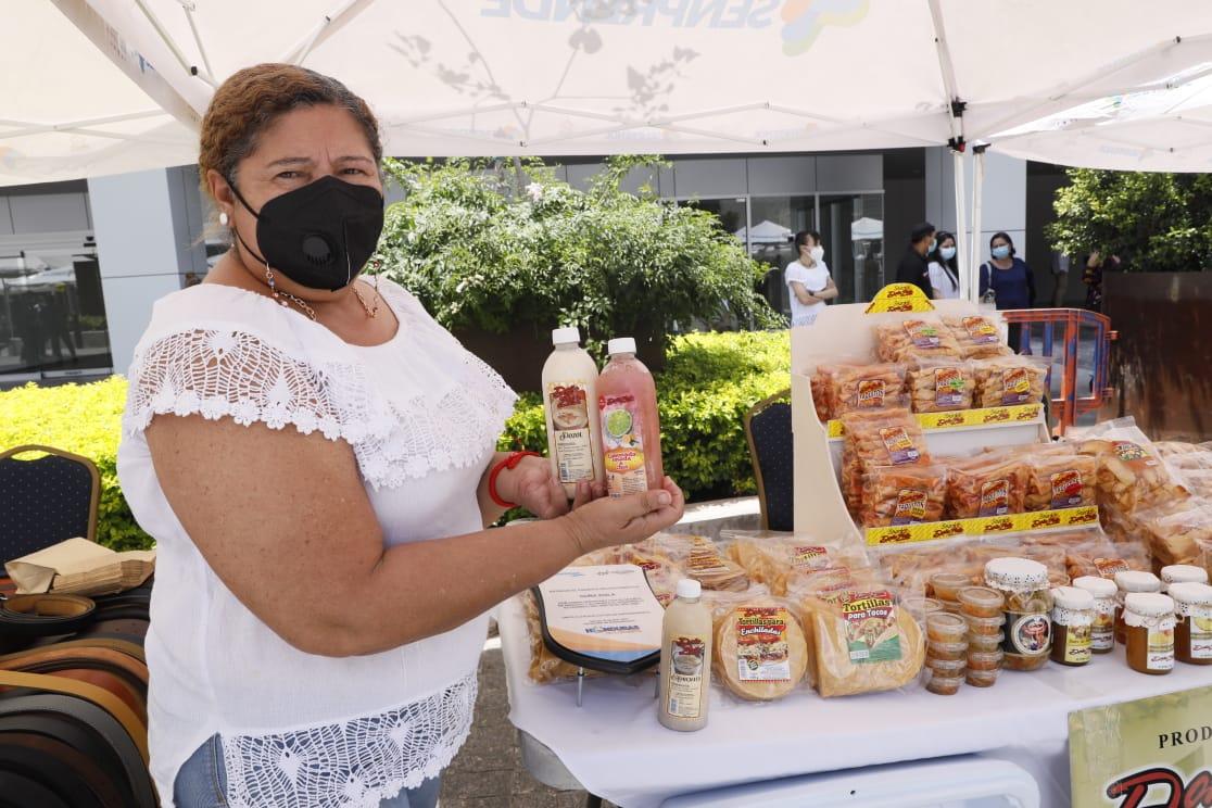 Mujeres celebran día mundial del emprendimiento haciendo realidad su sueño de tener su negocio
