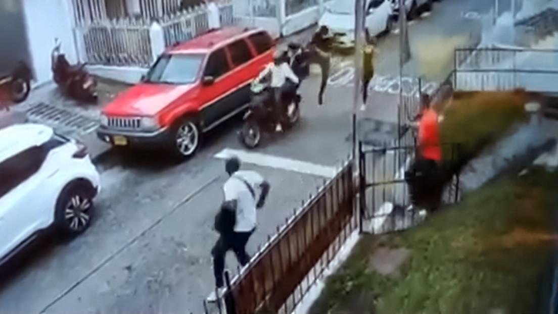 El 'Jackie Chan' colombiano: un hombre detiene de una patada voladora a dos ladrones en moto