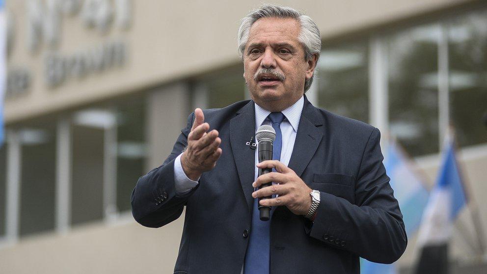 El presidente argentino Alberto Fernández dio positivo de coronavirus y confirmó que se encuentra aislado