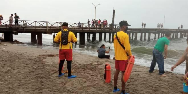 Listo equipo de bomberos para el rescate acuático