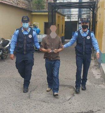 Sujeto es detenido en la capital por la supuesta violación de su hija de 15 años