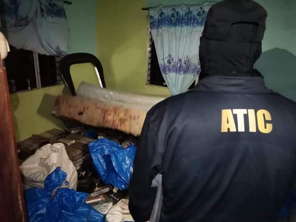 FFAA y ATIC Aseguran vivienda que servia  de bodega para el almacenamiento de drogas en Colón
