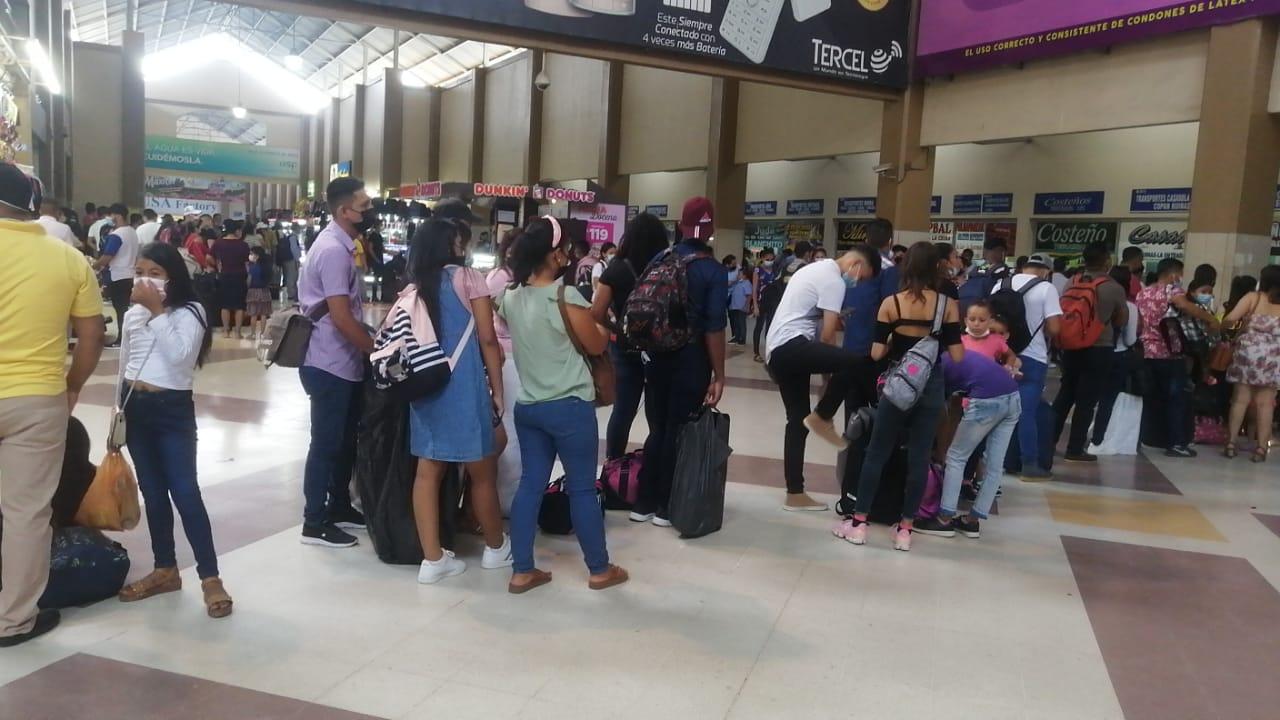 Abarrotada amaneció la «Gran Terminal Metropolitana» en SPS