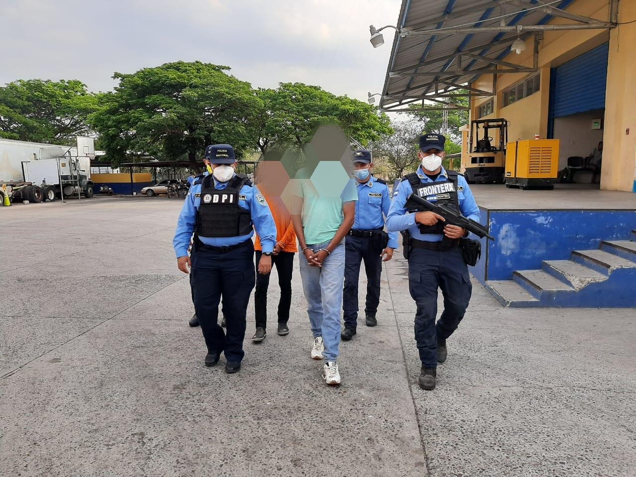 Arrestan a dos personas al momento que realizaban el traslado irregular de 8 ciudadanos extranjeros
