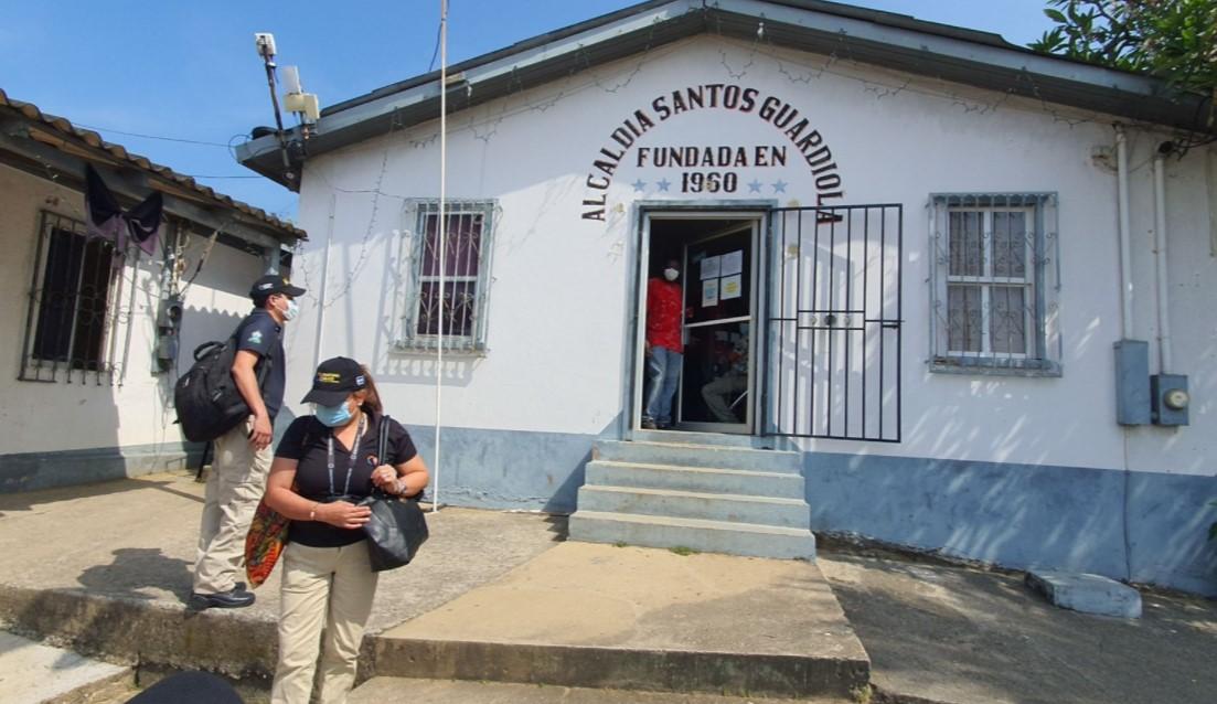 FETCCOP y ATIC investigan en municipalidad de Santos Guardiola supuesta inscripción fraudulenta de propiedades
