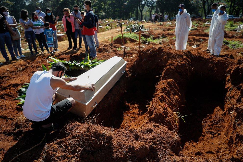 Brasil cierra abril como el mes más letal; registró 82.266 muertes por COVID-19